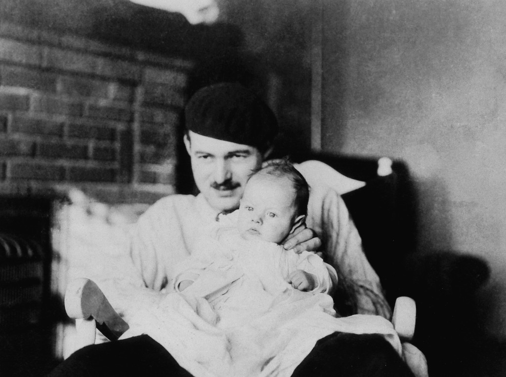 Ernest Hemingway e Bumby, Paris, 1927 - John F. Kennedy Presidential Library and Museum, Boston.