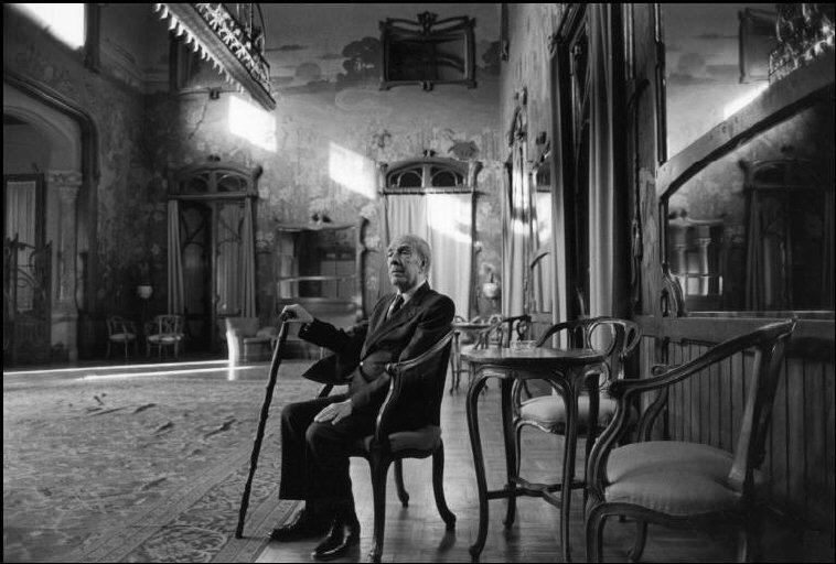 ITALY. Sicily. Palermo. 1984. Argentinian writer Jorge Luis BORGES at the Hotel Villa Igea, in the Basile room. © Ferdinando Scianna/Magnum Photos