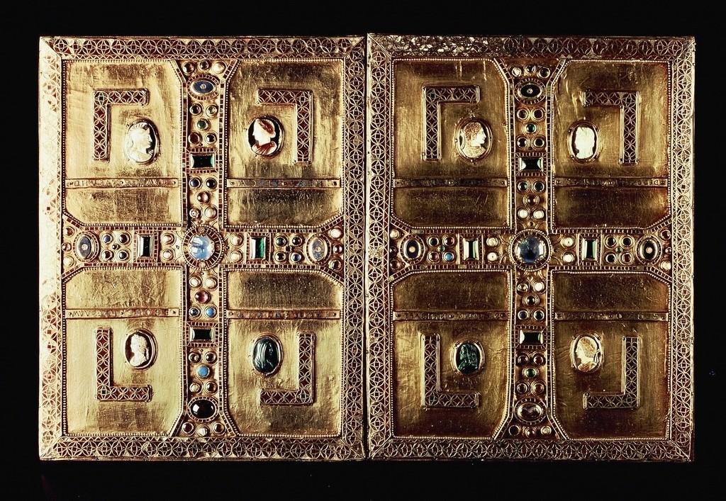 Evangeliario di Teodolinda (V secolo), oro e pietre preziose, Museo e tesoro del duomo di Monza