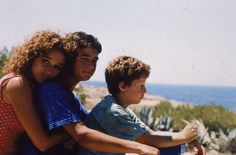 Valeria Golino, Filippo Pucillo, and Francesco Casisa in Respiro (2002)