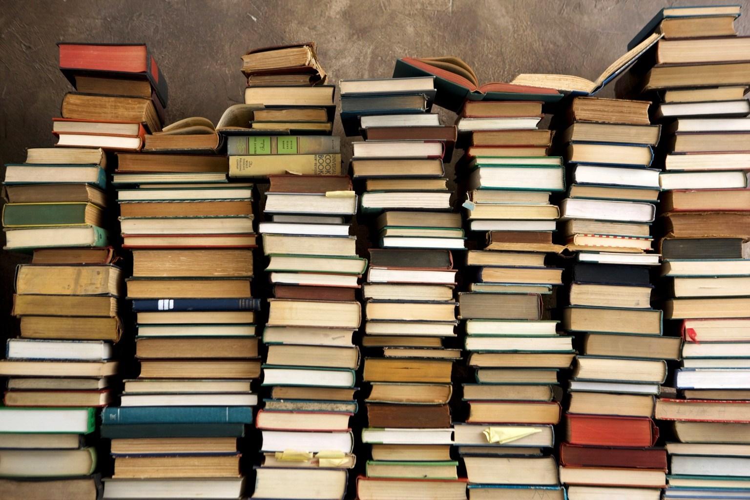 pila-di-libri.jpg