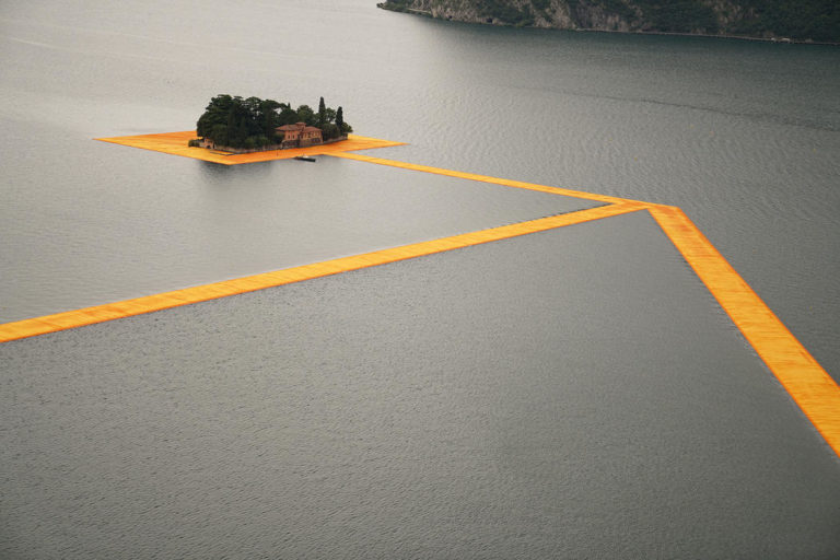 Dietro Christo, sul lago<br/> d'Iseo: foglio di sala<br/> della passerella sulle acque