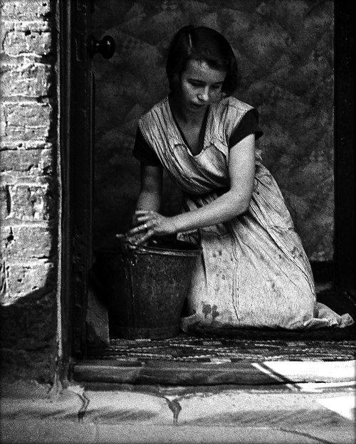 © Bill Brandt, SP23-Housewife, Bethnal Green 1937