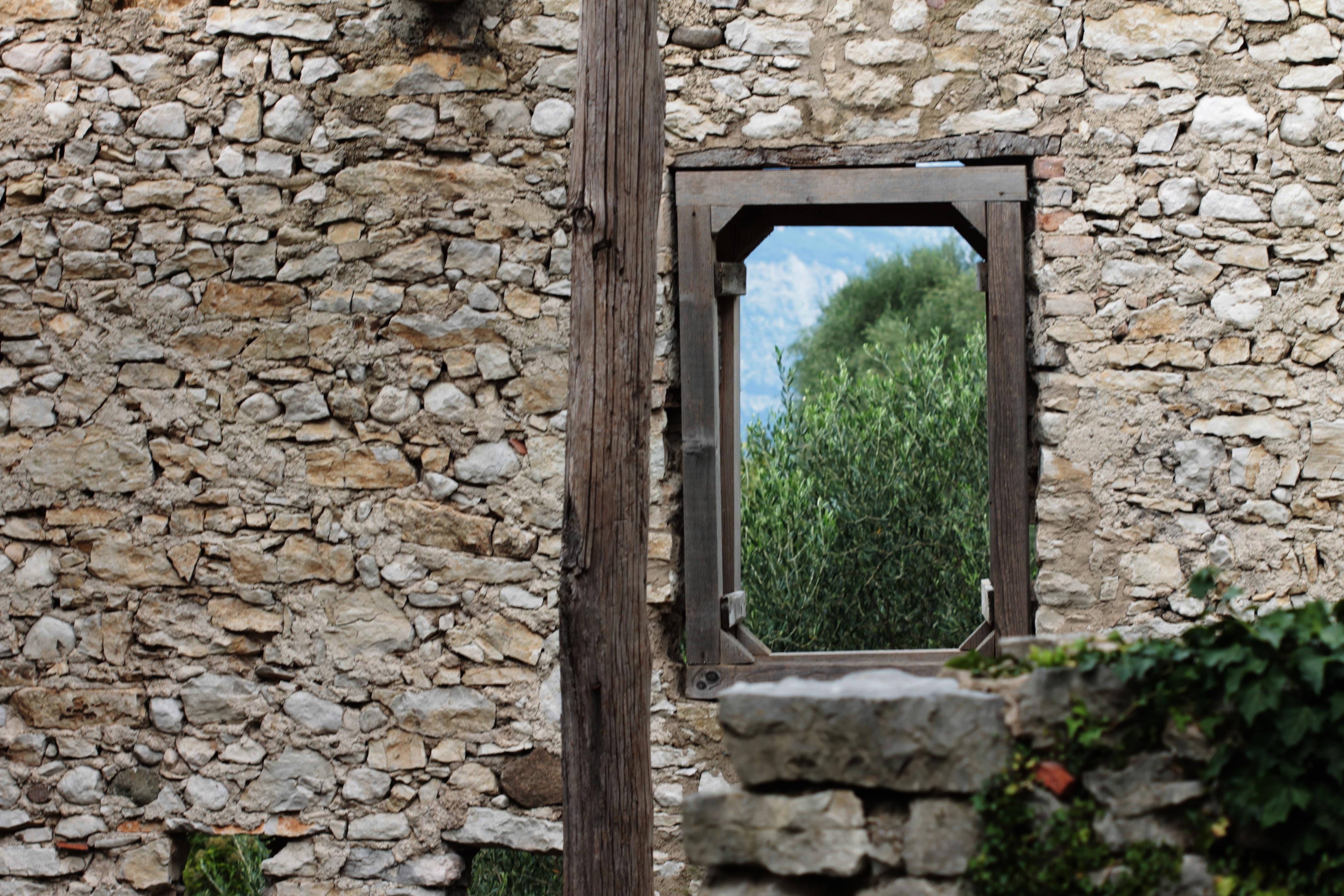 Campo di Brenzone. Foto di Francesca Leali © il fascino degli intellettuali