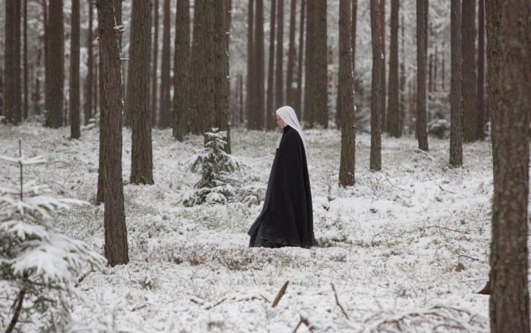 Agnus Dei: tra crisi religiosa e solidarietà umana