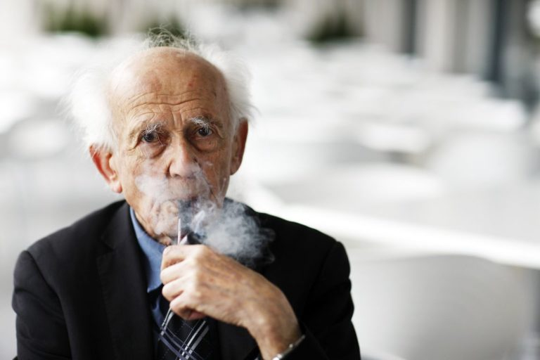 Ricordando Bauman: la felicità al di là della solitudine