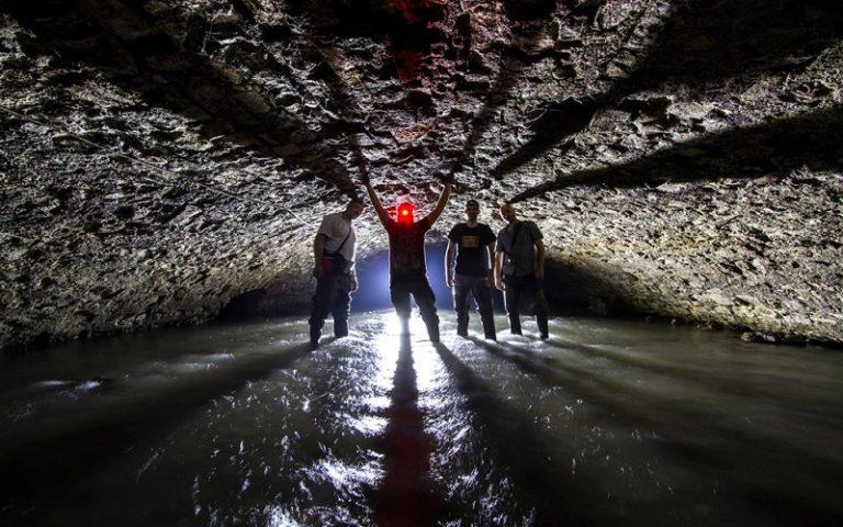 Turisti in tour sottoterra: il fascino delle città sepolte