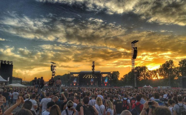 """""""Not in this lifetime"""" fa tappa in Italia: in novantamila per i Guns N' Roses"""