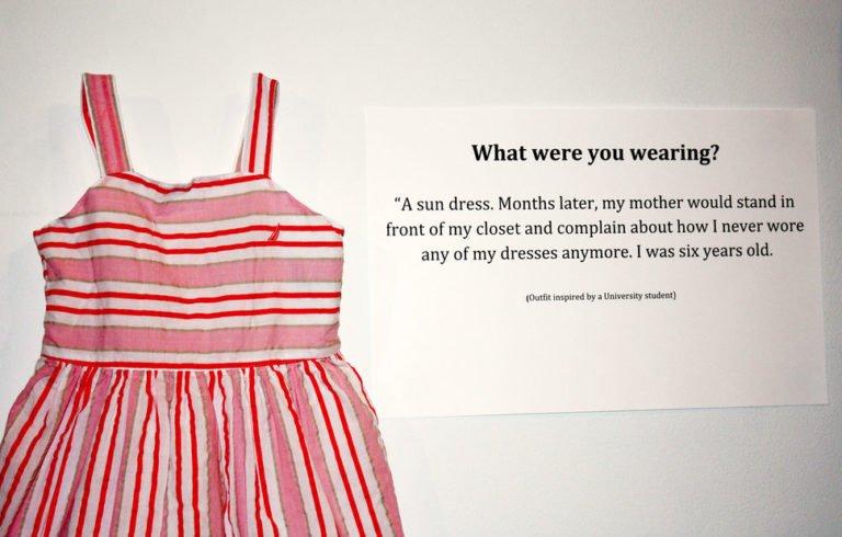 «Com'eri vestita?» In mostra gli abiti indossati dalle vittime di stupro