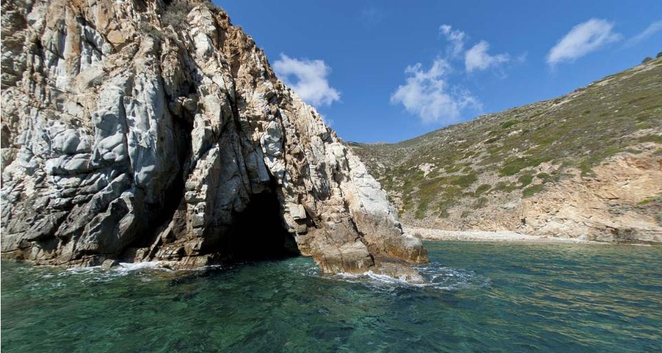 isola del giglio grotta