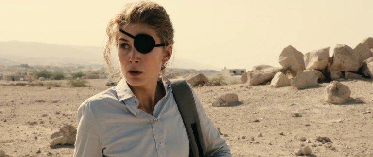 «A Private War»: Marie Colvin e la paura che non c'è