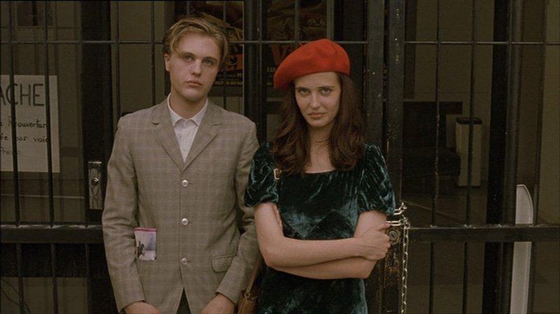 Isabelle e Matthew - primo incontro durante la protesta alla Cinémateque