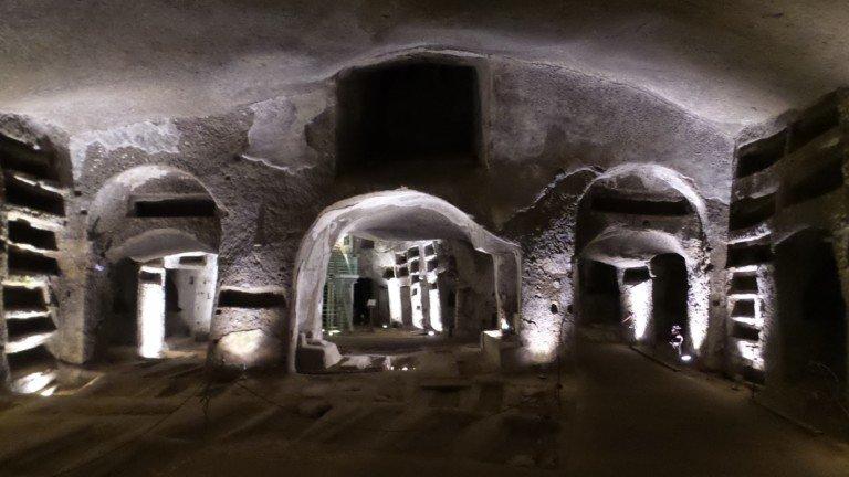 Catacombe di San Gennaro: cosa si muove nel ventre di Napoli