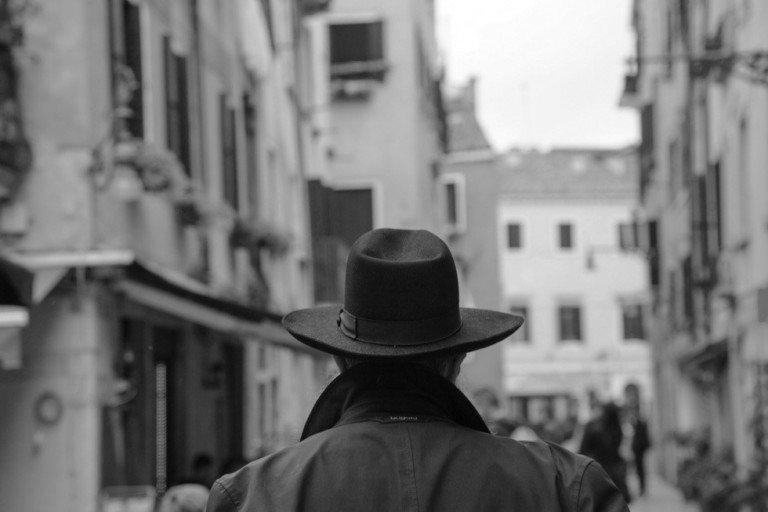 Andare con lentezza tra i ghetti d'Italia