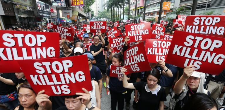 Hong Kong, una protesta in bilico tra pacifismo e violenza