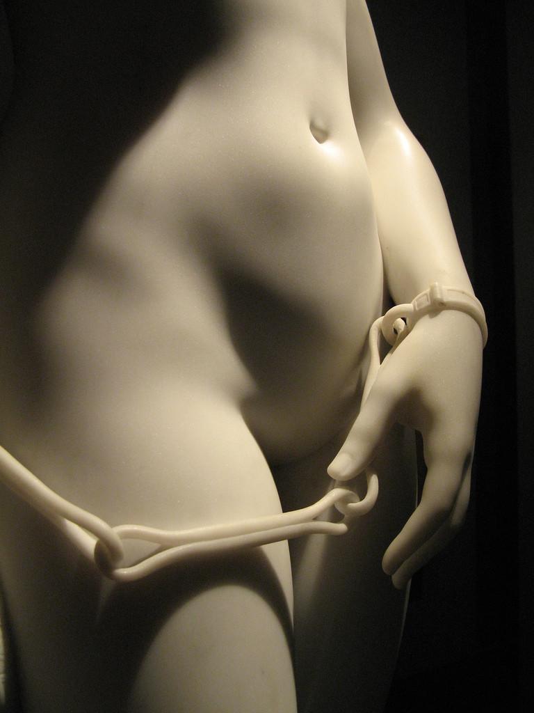Arte, scultura e nudità: dove sono finiti i genitali femminili?