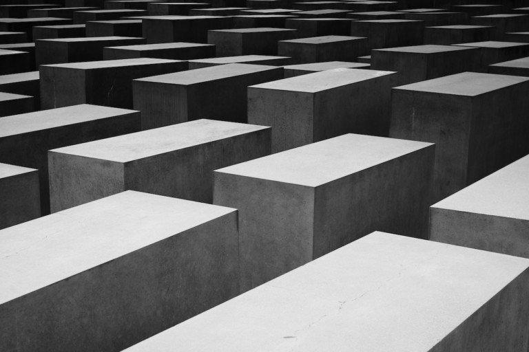 «La tana di fango» di Wolfgang Koeppen: finzionalizzare la Shoah