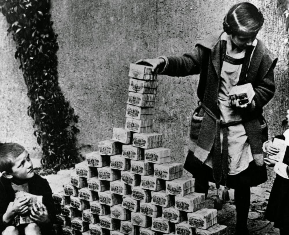 Bambini giocano col denaro