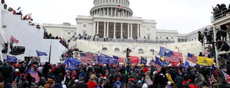 Dietro ai fatti di Capitol Hill: lo spazio delle narrazioni alternative